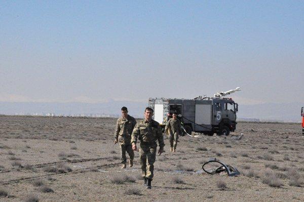 Konyada askeri uçak düştü! 3