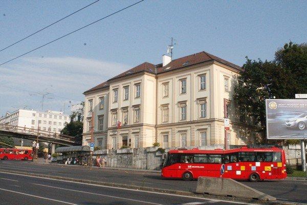 Yarı Alman yarı Macar bir ülke Slovakya 10