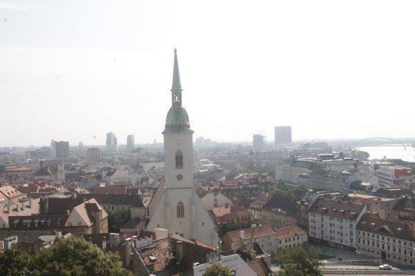 Yarı Alman yarı Macar bir ülke Slovakya 12