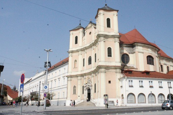 Yarı Alman yarı Macar bir ülke Slovakya 15