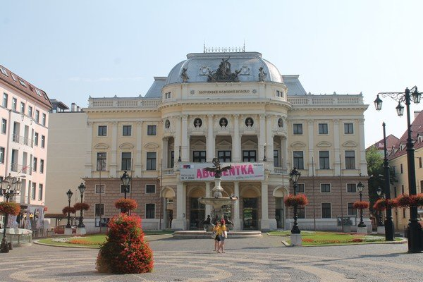 Yarı Alman yarı Macar bir ülke Slovakya 23