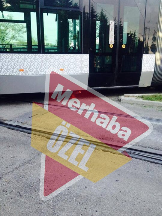 Tramvay raydan çıktı, yolcular mağdur oldu 4