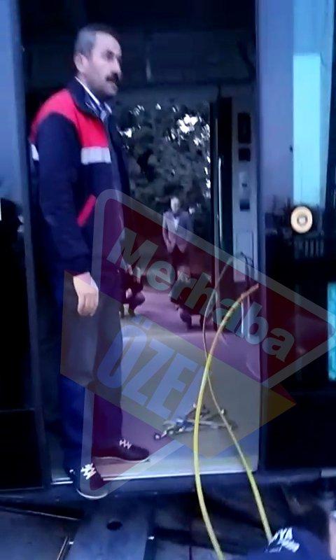 Tramvay raydan çıktı, yolcular mağdur oldu 5
