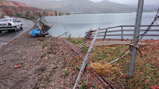 Karpuz yüklü kamyon baraja düştü 3