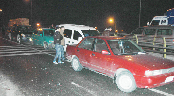 12 Araç birbirine girdi 3