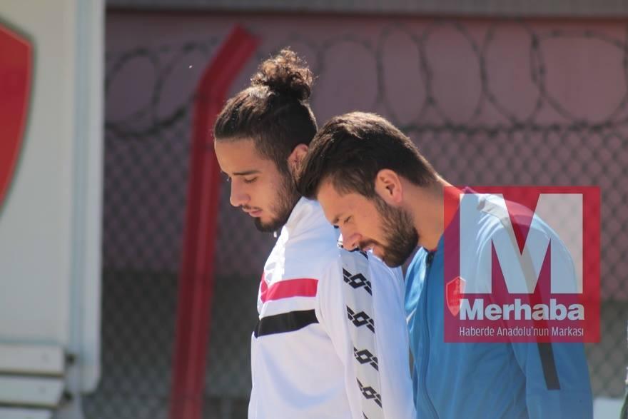 Akşehirspor ile Sarayönü karşılaşıyor 13