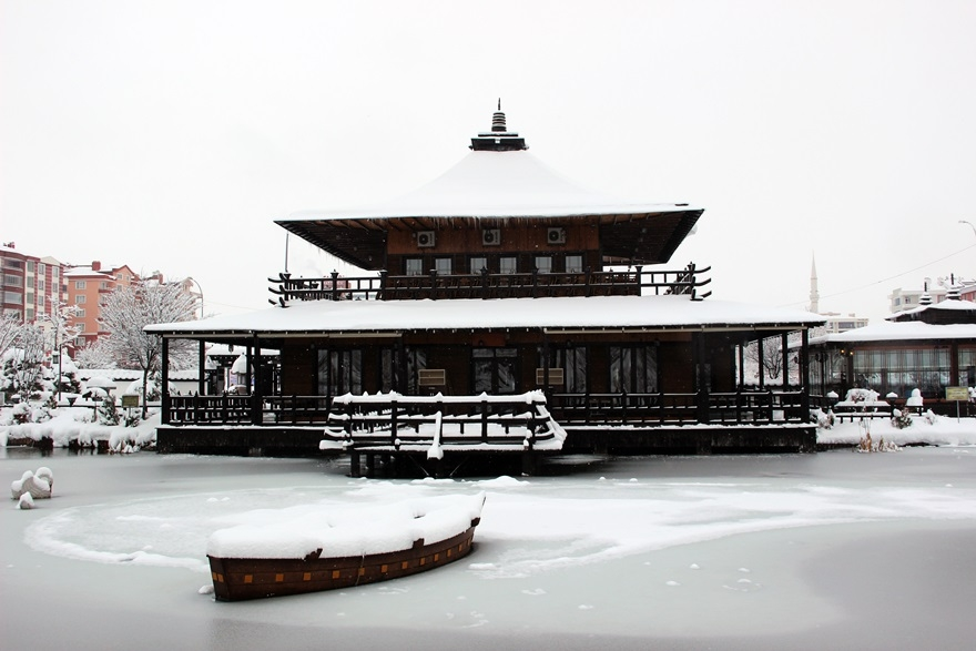 Japon Parkı'nda kar güzelliği 1