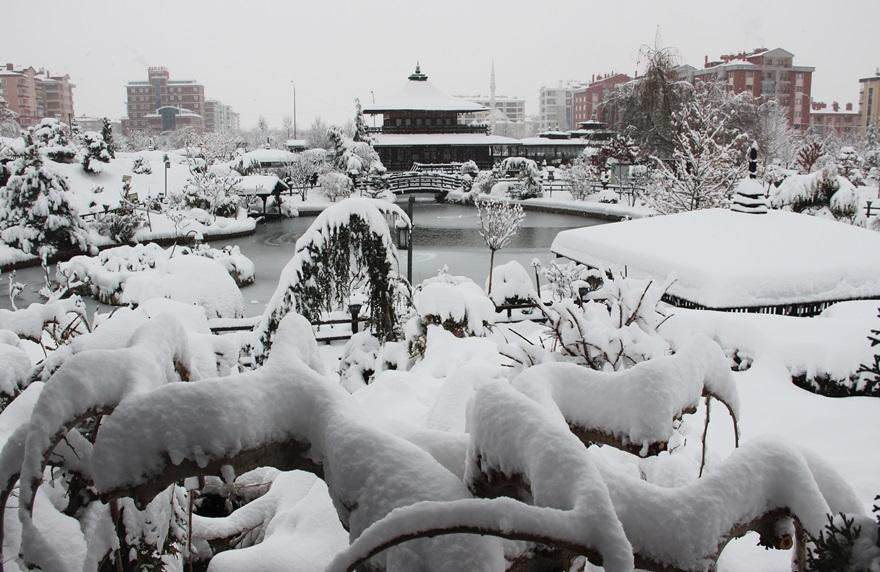Japon Parkı'nda kar güzelliği 5