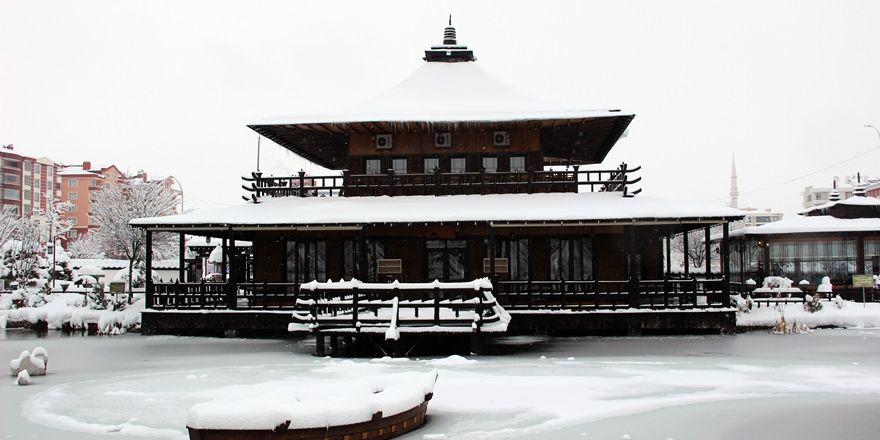 Japon Parkı'nda kar güzelliği