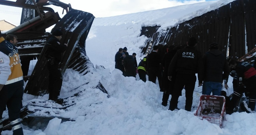 Konya'da pazar yerinin çatısı çöktü! 2