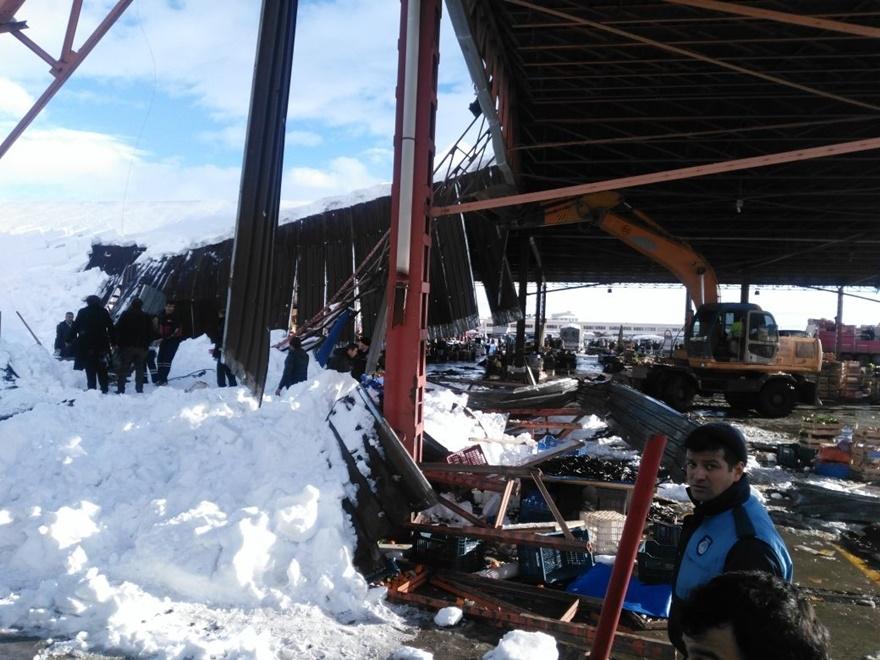 Konya'da pazar yerinin çatısı çöktü! 6