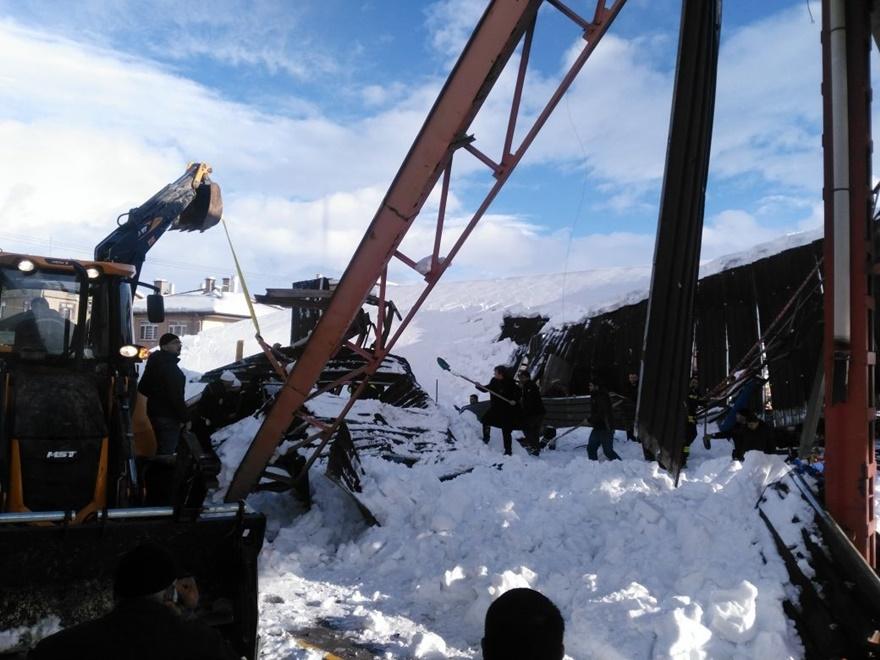 Konya'da pazar yerinin çatısı çöktü! 7