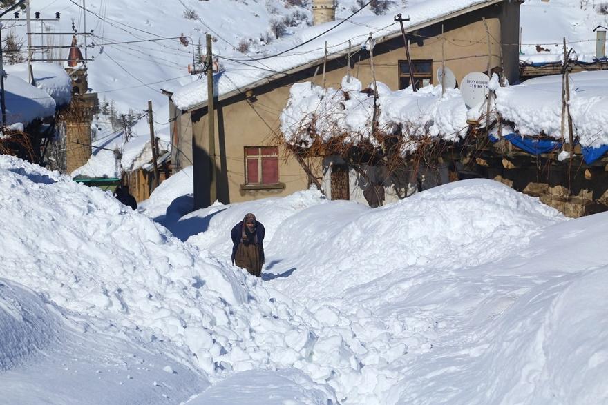 Hadim'de  kar kalınlığı 3 metreyi aştı 1