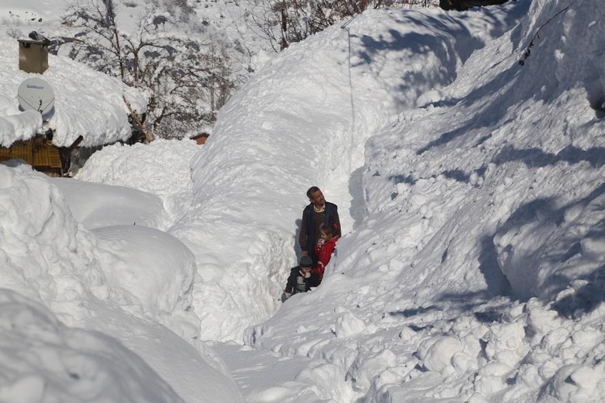 Hadim'de  kar kalınlığı 3 metreyi aştı 8