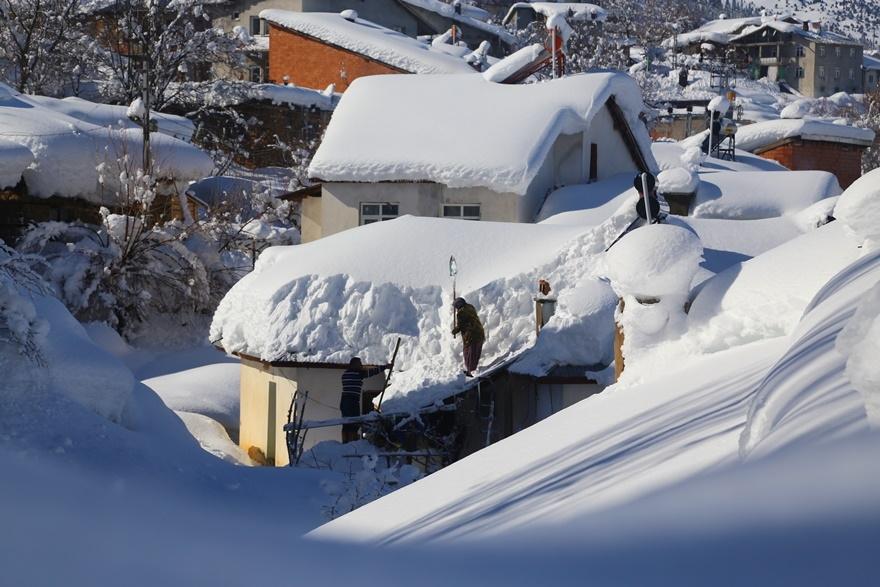 Hadim'de  kar kalınlığı 3 metreyi aştı 9