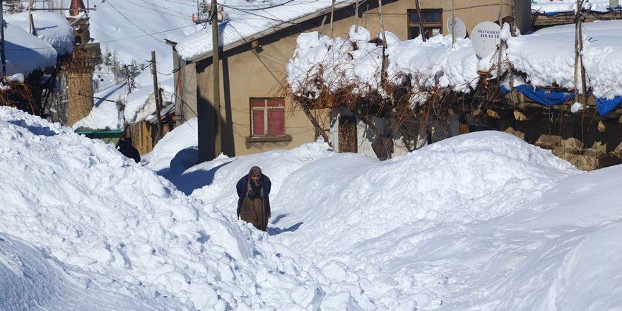 Hadim'de  kar kalınlığı 3 metreyi aştı