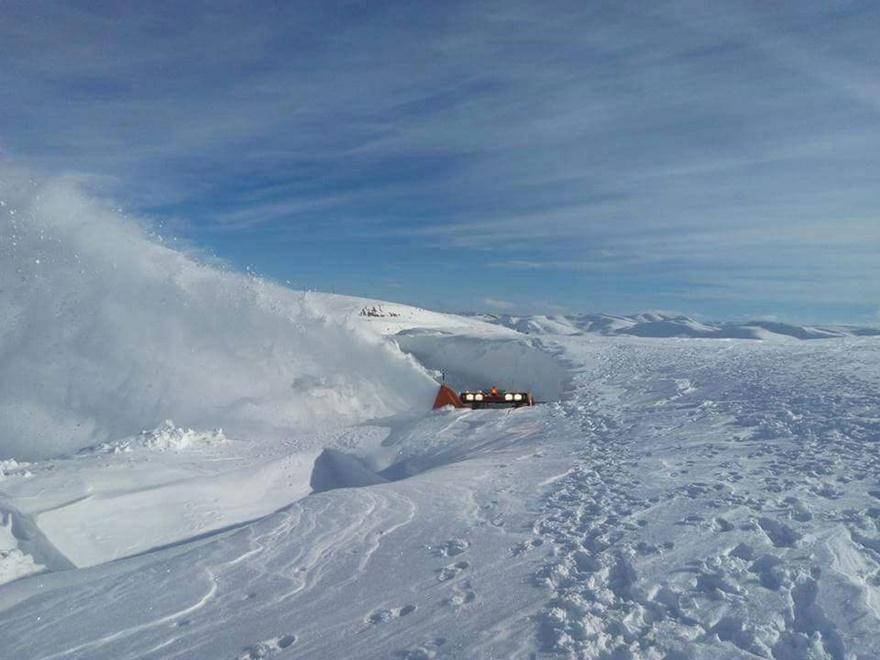 Taşkent'te kar 5 metreyi buldu 5
