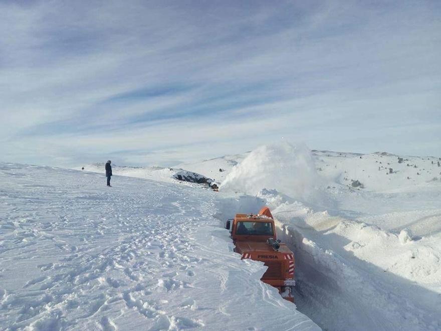 Taşkent'te kar 5 metreyi buldu 8
