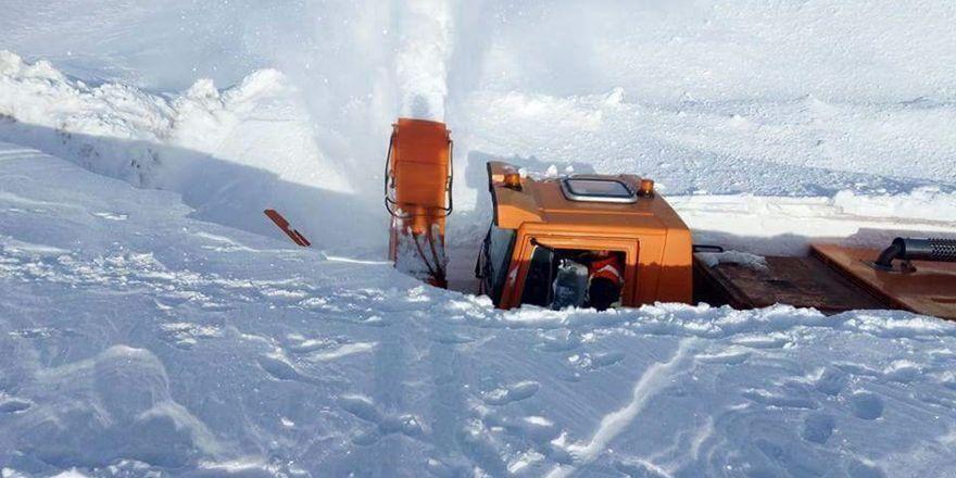 Taşkent'te kar 5 metreyi buldu
