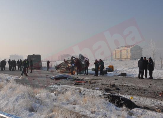 Konyada feci kaza: 5 ölü 8 yaralı 1