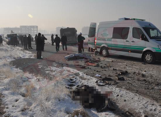 Konyada feci kaza: 5 ölü 8 yaralı 7