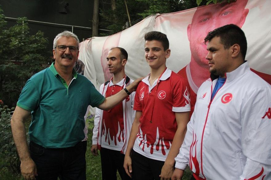 Şampiyonlara ASKF'den ödül 7