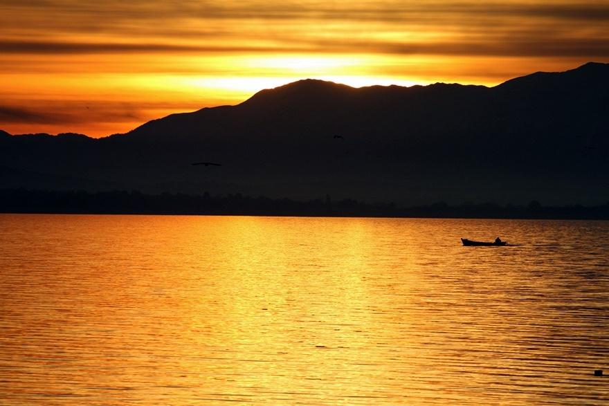 Beyşehir Gölü'nde günbatımı kartpostallık görüntüler oluşturduKaynak: Be 2