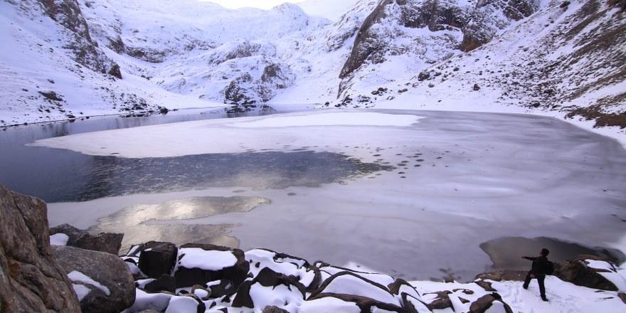 Bolkar'daki buzul göllerinin kış güzelliği büyülüyor 1