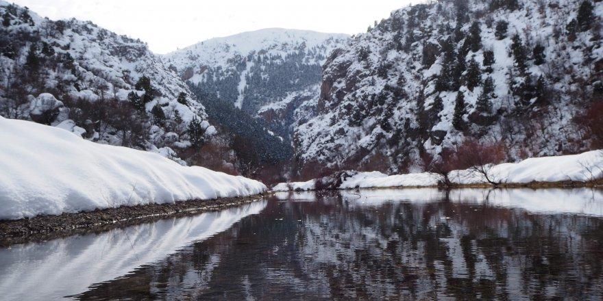 Bozkır Aygırdibi Şelalesi kış aylarında doğa severleri bekliyor