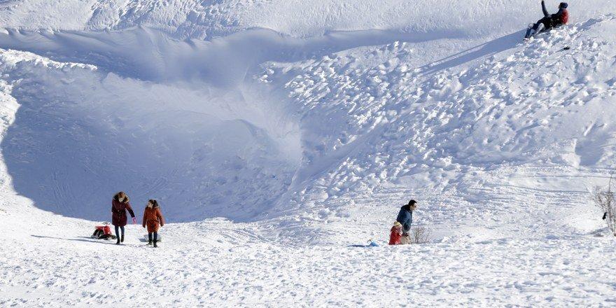 Aladağ, kayak tutkunlarını ağırlamak için tesisleşmeyi bekliyor