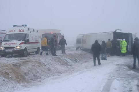 Konyada Otobüs devrildi 1 ölü 23 yaralı 1