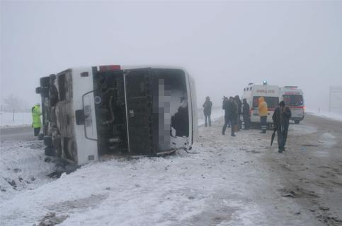 Konyada Otobüs devrildi 1 ölü 23 yaralı 2
