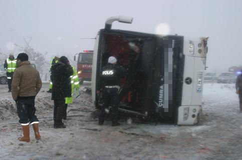 Konyada Otobüs devrildi 1 ölü 23 yaralı 4