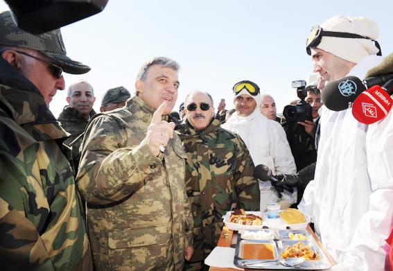 Abdullah Gül TSK tatbikatına kamuflaj giydi 1