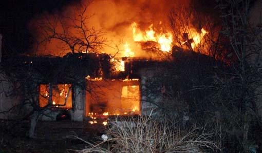 Koruma altındaki ev böyle yandı 5