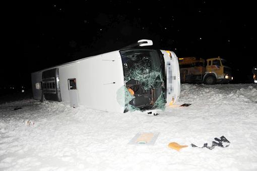 Otobüs devrildi, bir çocuk hayatını kaybetti 1