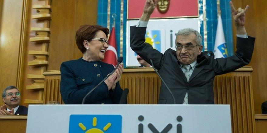 Kürsüde bozkurt işareti yapan İYİ Partili Dikmen kendinden geçti