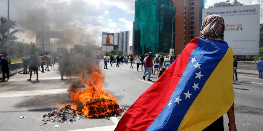 Venezüella'da tüm taraflar 23 Ocak'ta sokağa iniyor