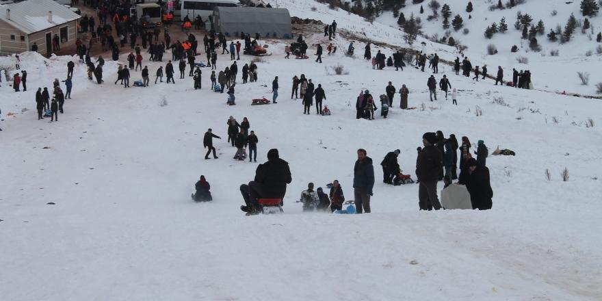 Konya Aladağ'da kızak keyfi