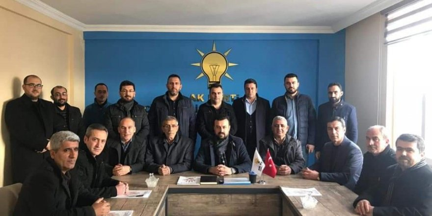 AK Parti Cihanbeyli yönetimi istifa etti