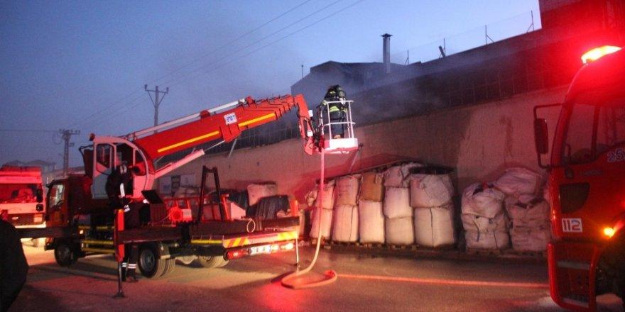 Plastik geri dönüşüm fabrikasında yangın
