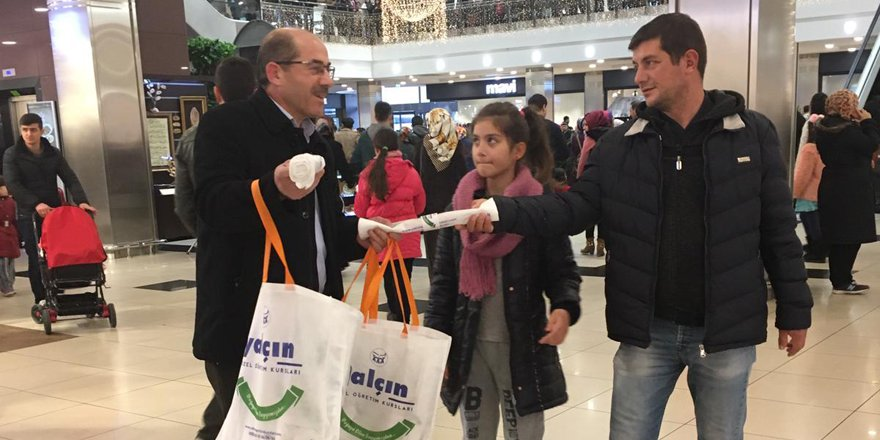 Yalçın Eğitim'den bez çanta dağıtımı