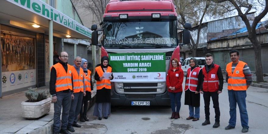 Hakkari ve Cizre'deki ihtiyaç sahiplerine kıyafet yardımı