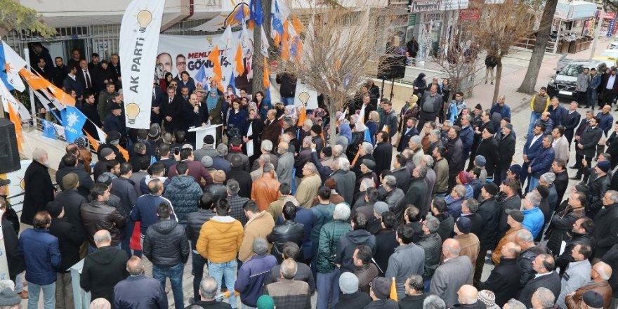 Altay, Sarayönü ilçesinde vatandaşlarla buluştu