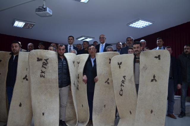 Çobanlık sertifikası alan  kursiyerler kepenek giyd