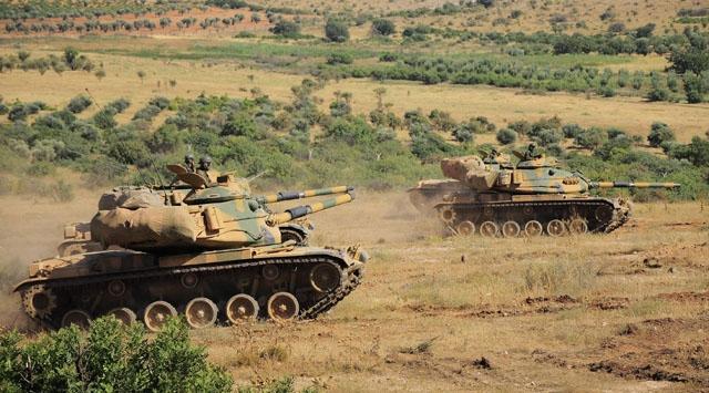 Suriye sınırına askeri araç ve mühimmat desteği
