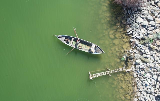 Göl sularının yükseldi, balıkçıların yüzü güldü
