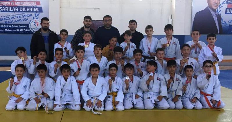 Selçuklulu  judocular madalyaları topladı