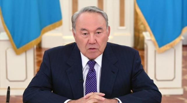 Nazarbayev görevinden istifa etti