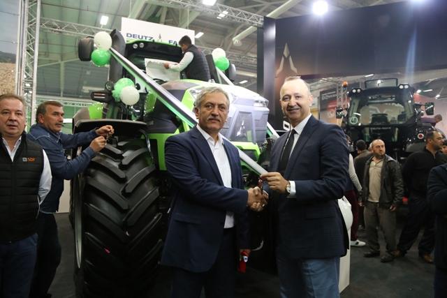 Fuarın en büyük traktörü 1  milyon 780 bine satıldı
